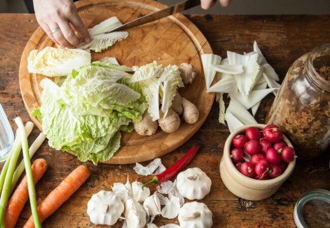 Hjelp! Det er mugg på mine fermenterte grønnsaker? Hva gjør jeg?